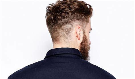 testa rasata e barba uomo barba e taglio capelli corti rasati ai lati e lunghi