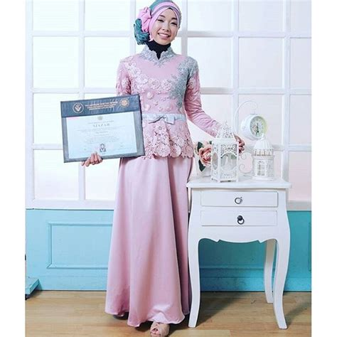 kebaya modern untuk wisuda warna pink model kebaya warna pink untuk wisuda fashion muslim