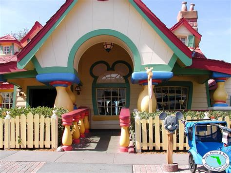 mickey house walt disney world magic kingdom mickey s toontown fair mickey s country house photos