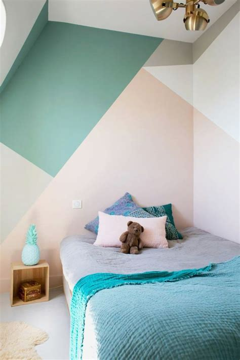 peinture murale geometrique pour une deco pleine de couleur