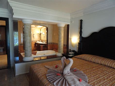 Montego Bay Room by 301 Moved Permanently