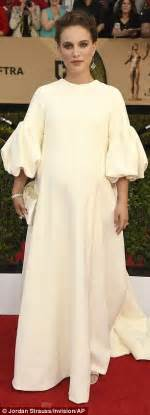 Maternity Gowns Get At Sag by Sag Awards 2017 Natalie Portman Dresses Bump
