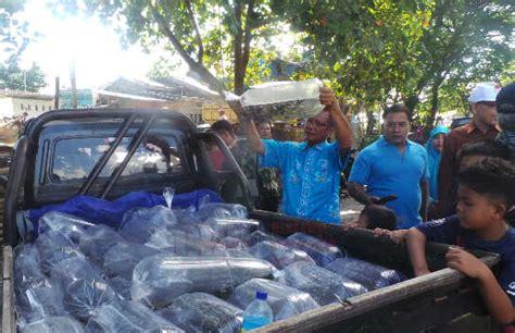Bibit Ikan Nila Lombok pelajar dan komunitas wartawan senior di mataram tebar