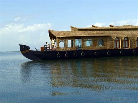 kumarakom boat house honeymoon in kumarakom lake resort at kumarakom in kerala find the best honeymoon