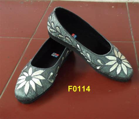 Sepatu Slip On Bunga Bordir Putih sepatu bordir bunga matahari f 0114 toko aneka bordir