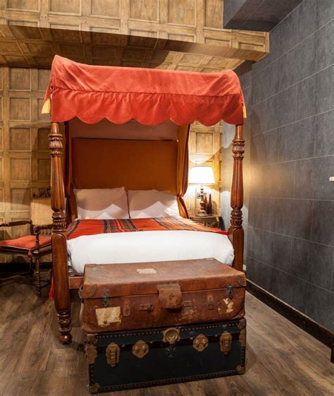 there s a harry potter themed hotel room in london and it there s a harry potter themed hotel room in london and it