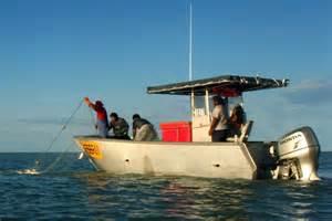fishing boat hire broome roebuck bay commercial gillnet fishing abc news