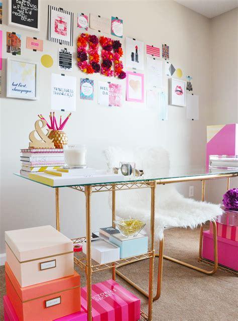cliche decor items  blogger    office