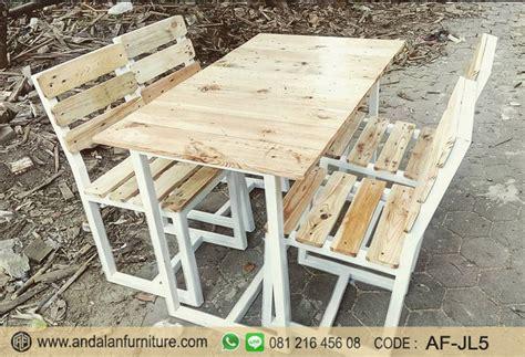 Meja Kayu Ukir Antik Tinggi 50cm Diamtr 35cm set kursi cafe kayu jati belanda jual desain minimalis berbagai jenis furniture jepara klasik