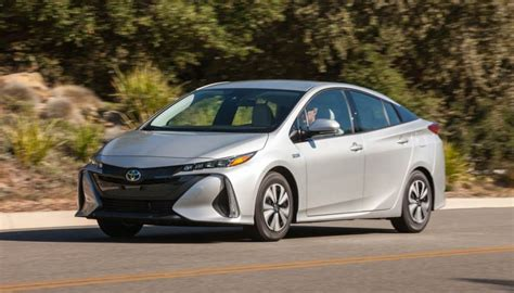 Toyota Leaf Nissan Leaf Vs Toyota Prius Prime Vs Chevy Bolt Ev Comparison