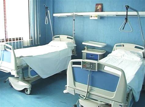 letti di ospedale l ospedale gli onorevoli le passerelle ed il cerchio