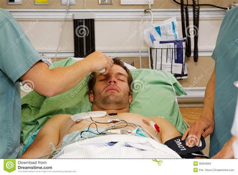when to go to emergency room for fever taking temperature stock photos image 35054693