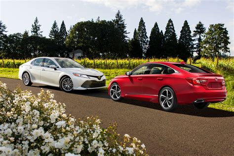 Toyota Or Honda by 2018 Honda Accord Vs 2018 Toyota Camry News Cars
