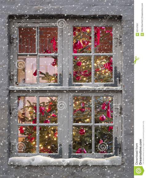 Dekorierte Fenster Weihnachten by Window Snowfall And Tree Stock Image Image