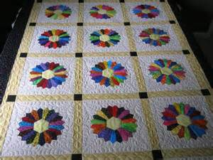 17 best ideas about dresden plate quilts on