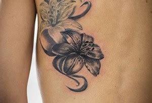 tatuaggi fiori di giglio tatuaggi con fiori tanti disegni floreali per il tuo corpo