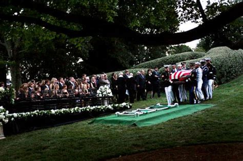 Chappaquiddick Cemetery Sen Ted Kennedy Laid To Rest At Arlington National Cemetery Ny Daily News