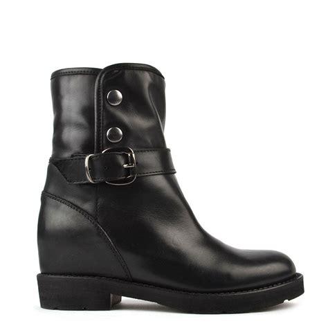 b boots elia b husky black shearling ankle boot