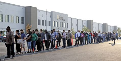 amazon jobs amazon job fair sees hundreds of applicants line up