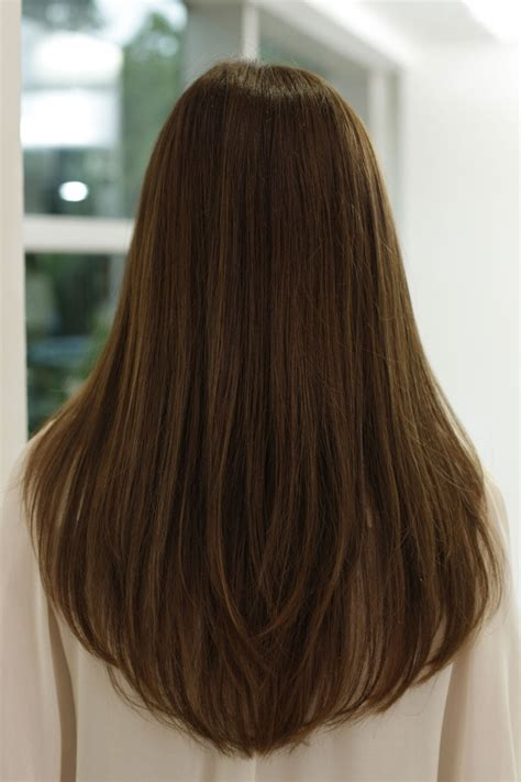 haircut shape layered hair back view v shape cbru