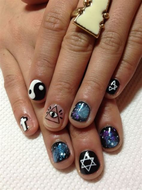 Дизайн ногтей с рисунком карт