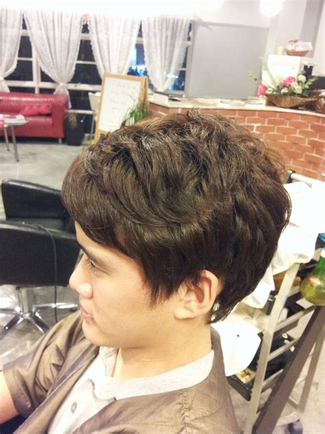 he gets excited having his hair permed and highlighted korean man style soft body perm 171 yoo jean s hair salon
