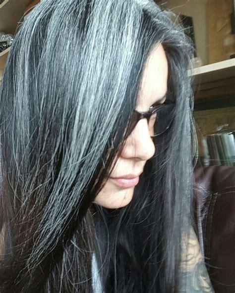 how to bring out gray in hair mais de 1000 ideias sobre cabelos grisalhos femininos no