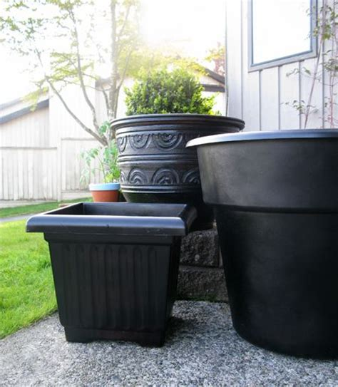 Spray Paint Plastic Planters spray paint plastic planters why did i not think of this