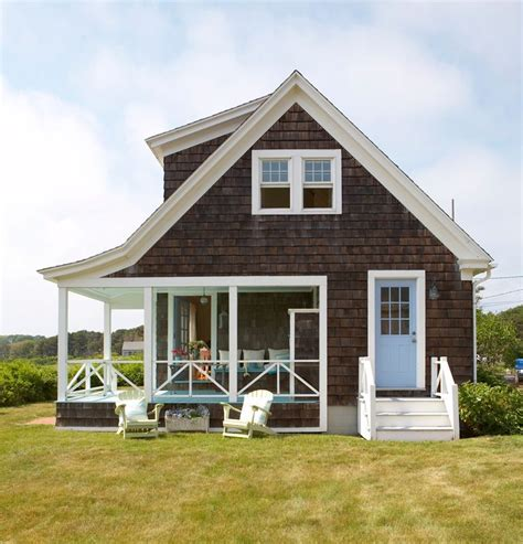 shingle style cottage get the look shingle style traditional home curb