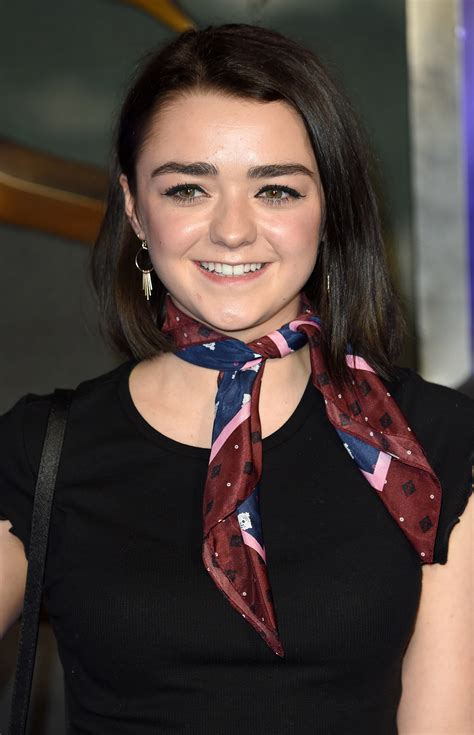 obsessed   maisie williams  wore  scarf