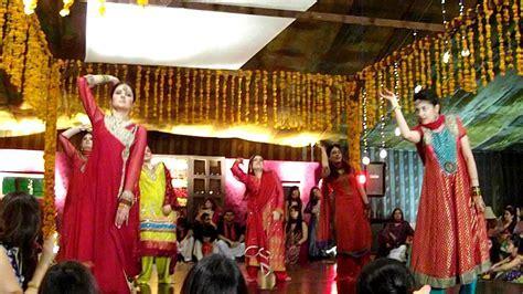 PAKISTANI WEDDING DANCE 7   YouTube