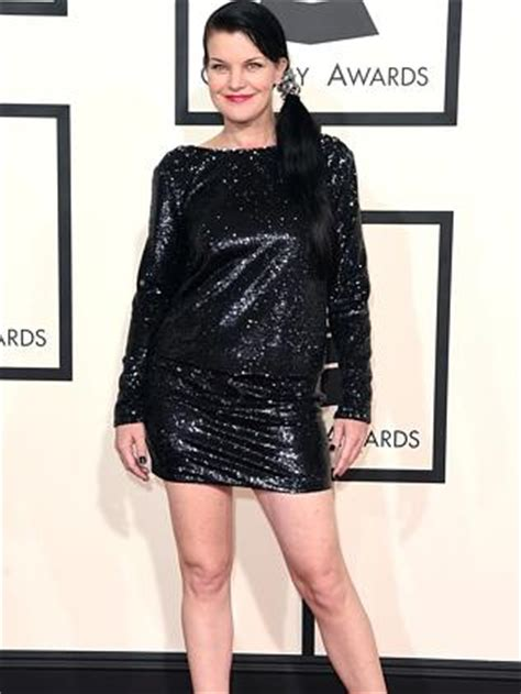 does pauley perrette wear a wig now on ncis wig wearing sia leads a wacky red carpet line up at the