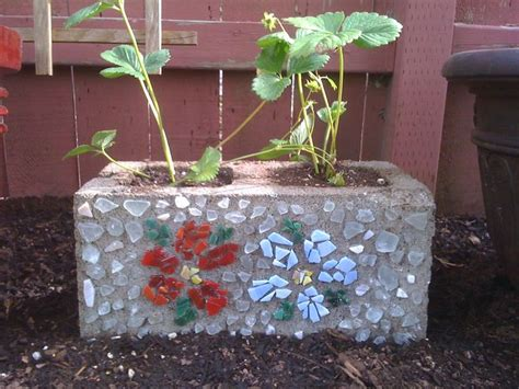 cinder block planter cinder block strawberry planter mosaique