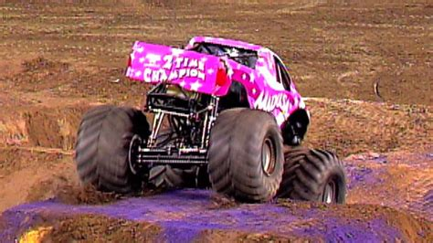 monster jam madusa monster jam madusa freestyle in anaheim january 11