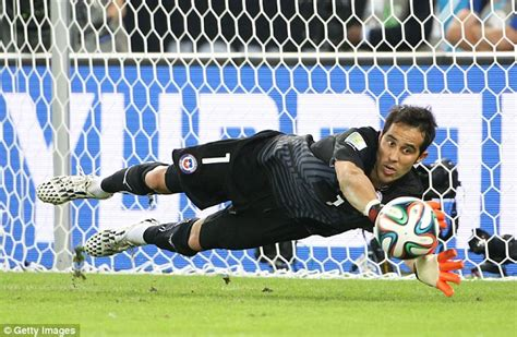 barcelona goalkeeper history claudio bravo is the new goalkeeper for barcelona fc