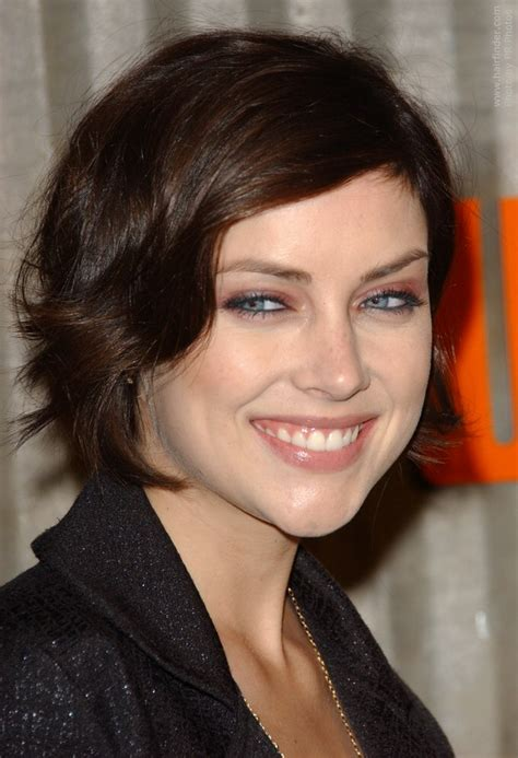 Jessica Stroup's carefree short hairstyle and low