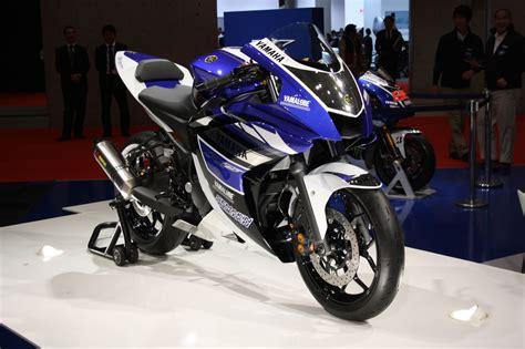 Spion Yamaha R 25 Original Yamaha Indonesia 2018 yamaha r25 facelift begins testing in indonesia report