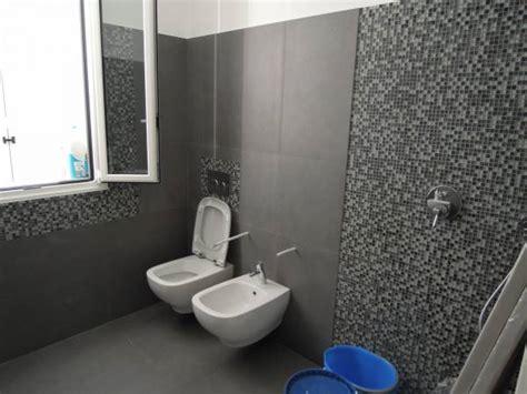 rivestimento doccia mosaico ristrutturazioni complete di bagni