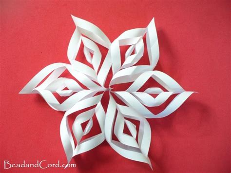 How To Make 3d Snowflakes Out Of Construction Paper - 17 best ideas about paper snowflakes on diy