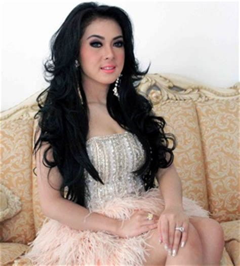 Syari Syahrini 2 Warna C syahrini artis indonesia singer biography collection