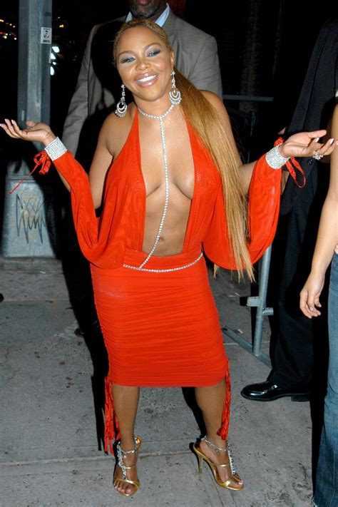 lil kim   years    oxygen official site