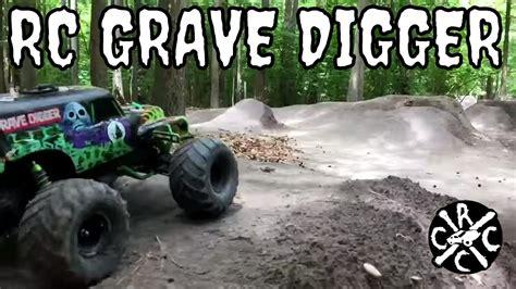 youtube monster trucks grave digger rc grave digger monster truck big air bashing youtube