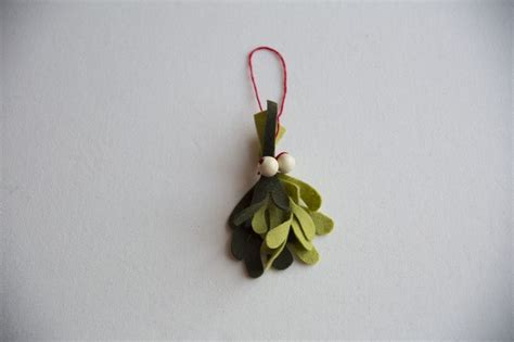 Origami Mistletoe - 100 diy decorations that will fill your home