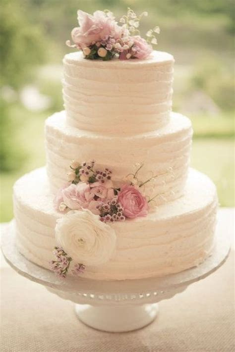 25 Buttercream Wedding Cakes We'd (Almost) Kill For (with