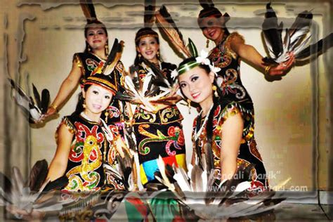membuat teks prosedur cara melakukan tari daerah event penari tradisional sanggar tari tradisional