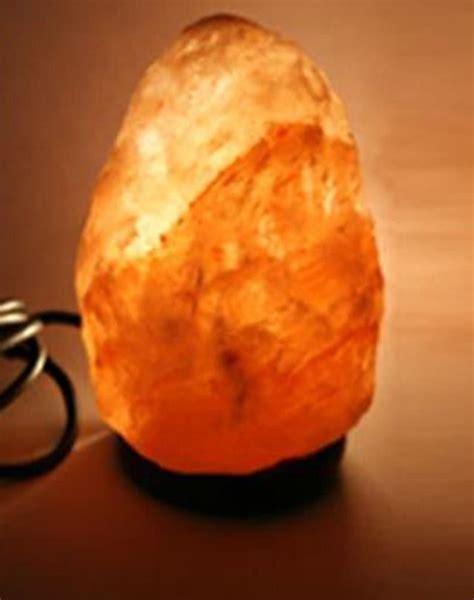 salzkristall le im schlafzimmer usb salz kristall stein le salzle pc leuchte mit