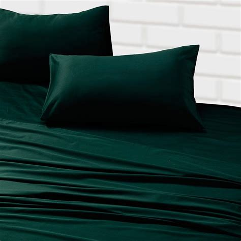green bed sheets best 25 emerald green bedrooms ideas on pinterest green