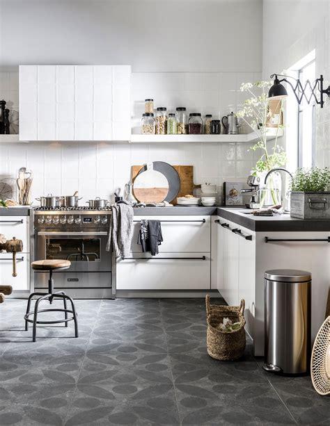 vt wonen keuken vtwonen keuken wit betonnen aanrechtblad tegels in de