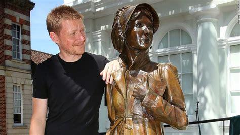 world first statue of jane austen unveiled cetusnews jane austen celebrated with first statue in hometown cnn
