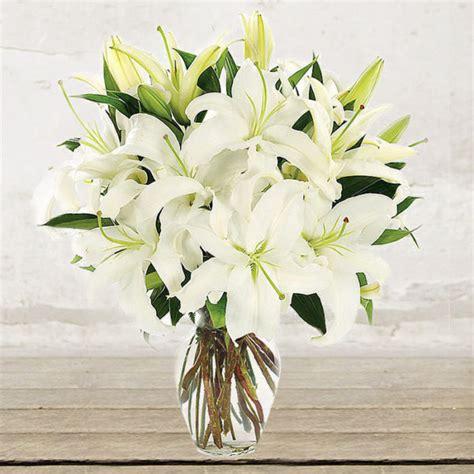fiori spedire fiori spedire bouquet gigli bianchi citt 224 dei fiori